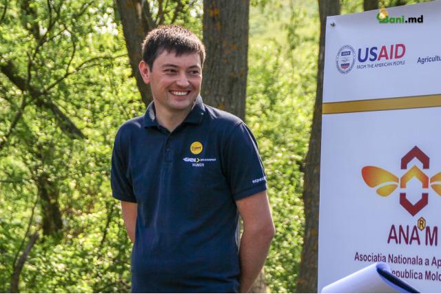 """Afacere cu albine, la Bardar! Andrei Bivol, apicultorul care """"dintr-o glumă"""" a ajuns să producă 10 tone de miere anual"""